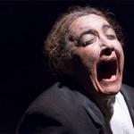 Discurso do Coração Infartado: só, ator revê a vida em noite de insônia