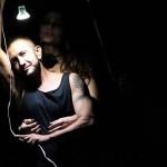 Lou&Leo: documentário cênico sobre o artista transexual Leo Moreira Sá
