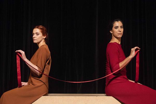 Peça: As Irmãs Siamesas, foto 1