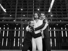 Peça: Fábula e Roda dos Três Amigos, foto 1